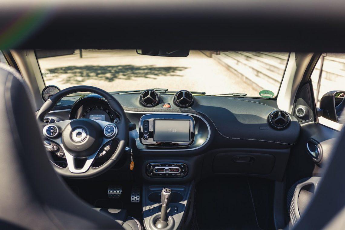 smart brabus fortwo 453 cabrio interieur interior lenkrad navigation innenraum schatten lenkrad