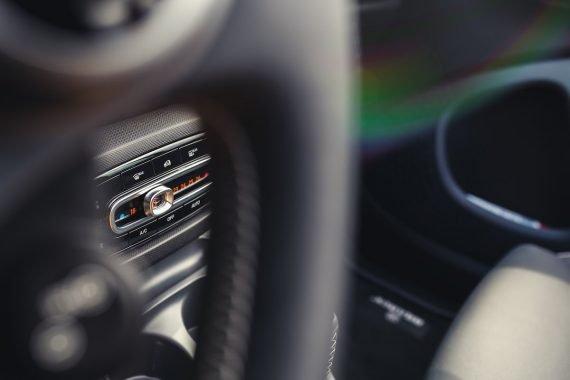 smart brabus fortwo cabrio 453 atomic yellow lenkrad klimaautomatik details interieur