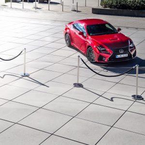 Lexus RC F Advantage Hutze Motorhaube Felgen Scheinwerfer Design Lufteinlass Kühlergrill Hyatt Düsseldorf Absperrung Sportwagen Coupé