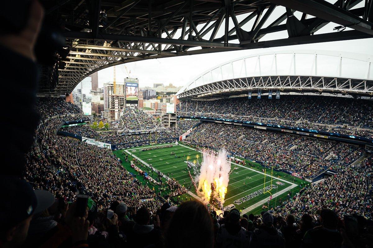 NFL Seattle Seahawks Stadium Plätze Atlanta Falcons Centurylink Field Firework Feuerwerk Stadion Stadium Gameday Anpfiff Showeinlage Einlauf US-Hymne