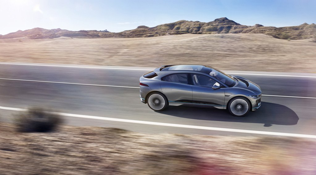 Jaguar I-PACE Concept Fahrt Dynamisch Wüste Landstraße Vorstellung Premiere Cab forward Design