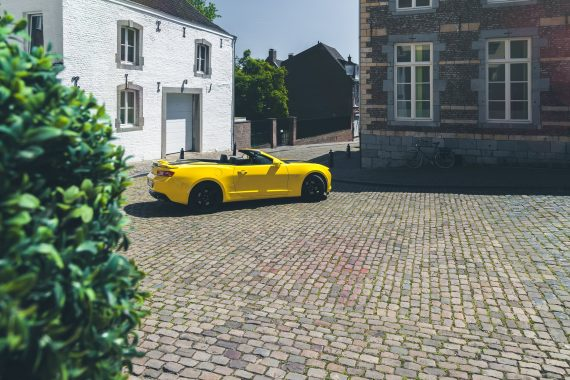 2016 Chevrolet Camaro V8 Cabriolet Bright Yellow Maastricht Universität Profil Pflanze
