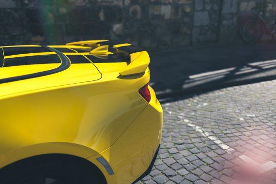 2016 Chevrolet Camaro V8 Cabriolet Bright Yellow Heckspoiler Flare Sonnenlicht Kopfsteinpflaster gelb schwarz Rallye Streifen