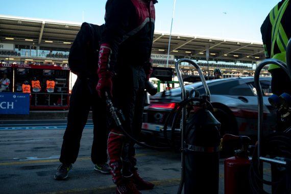 45. ADAC Zurich 24h Rennen Nürburgring Audi R8 LMS GT4 Motion Boxengasse Beschleunigung