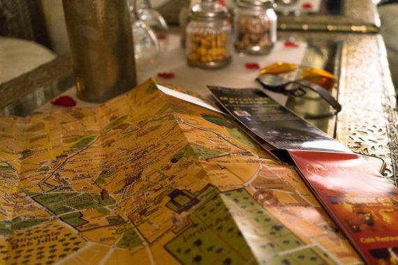 Riad AnaYela Marrakesch Marrakech Boutique Hotel Medina Tisch Stadtplan Karte