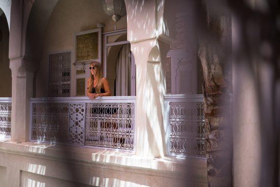 Riad AnaYela Marrakesch Marrakech Boutique Hotel Medina Suite Gang Geländer Brüstung aufgestützt