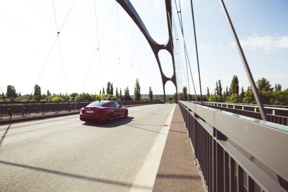 Frankfurt Osthafenbrücke Alfa Romeo Giulia Quadrifoglio rot Heck