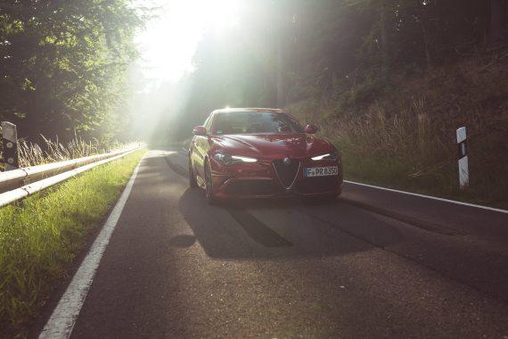 Alfa Romeo Giulia Quadrifoglio rot Scheinwerfer