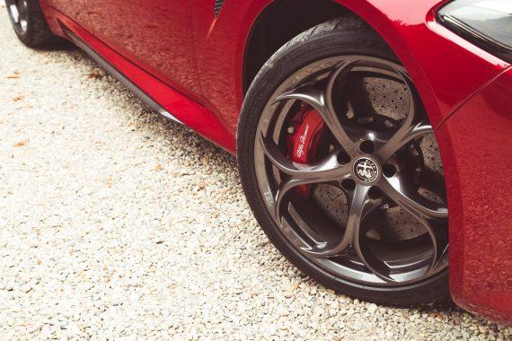 Alfa Romeo Giulia Quadrifoglio rot Felgen Bremsscheiben brembo Bremssättel Detail