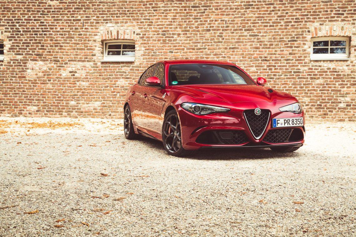 Alfa Romeo Giulia Quadrifoglio rot Frontal