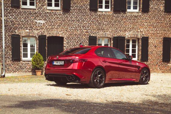 Alfa Romeo Giulia Quadrifoglio rot Landhaus