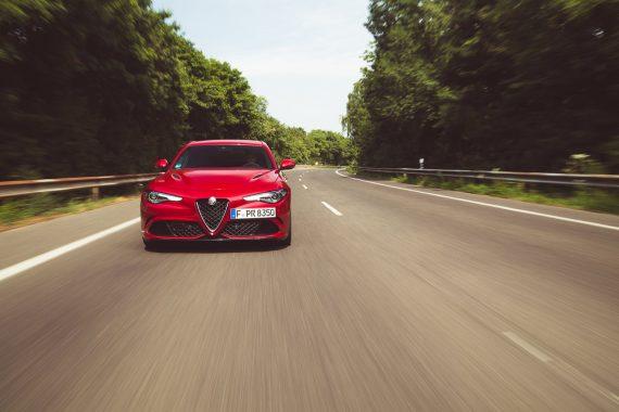Alfa Romeo Giulia Quadrifoglio rot Head Shot