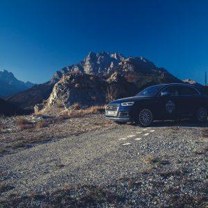 Audi SQ5 auf 2000 m Höhe Bergpass