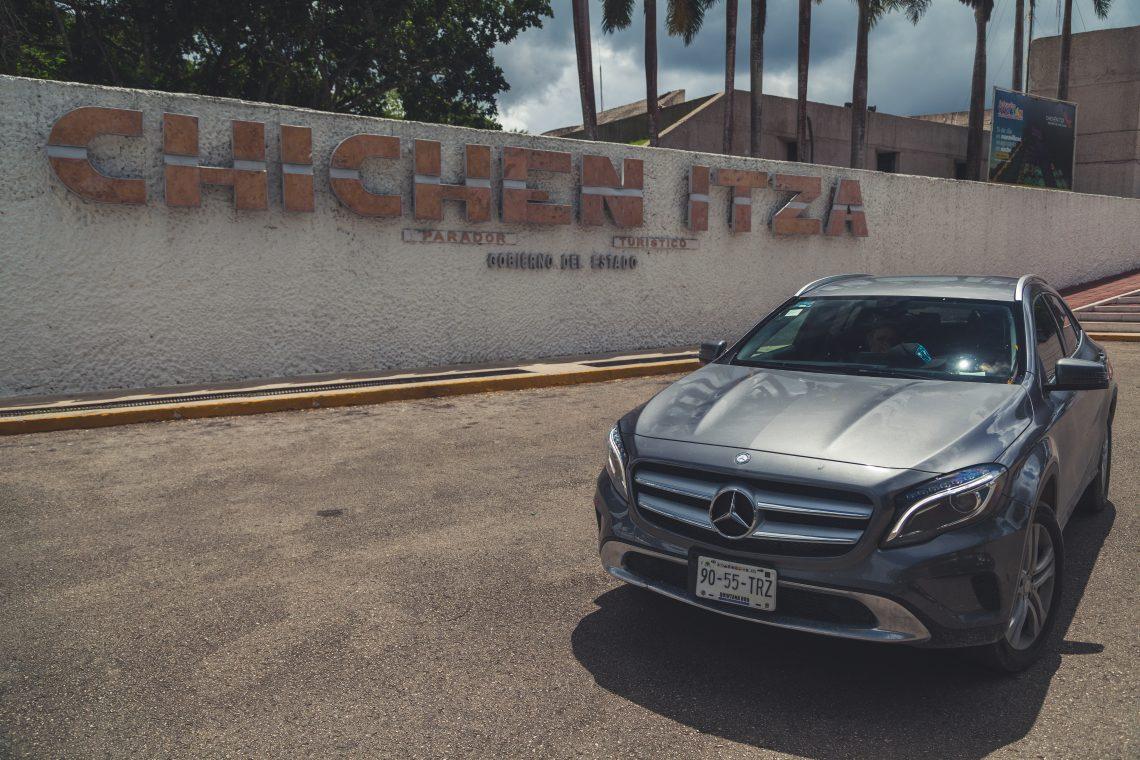 Mercedes-Benz GLA200 vor Chichen Itza