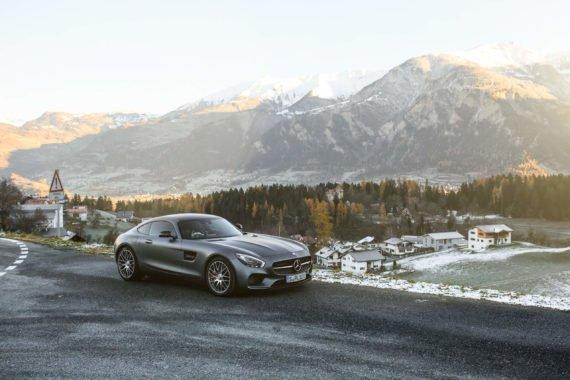 Auto Strasse Berge Schnee Landschaft