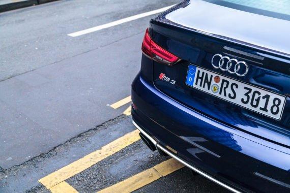 Audi Limousine Auspuff Rücklicht Kennzeichen