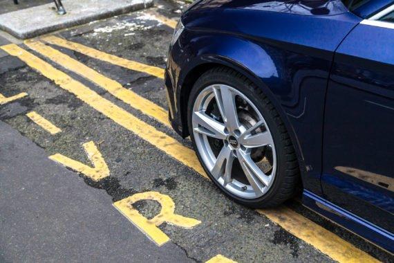 Audi Bremsanlage Alufelge Parkplatz