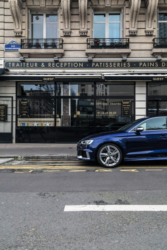 Audi Limousine Restaurant Schaufenster
