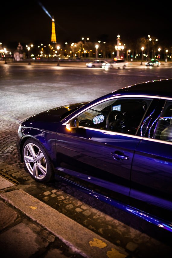 Audi RS3 Limousine Kopfsteinpflaster Eiffelturm Reflexionen Nacht