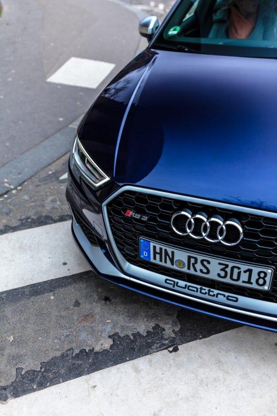 Audi RS3 Zebrastreifen Kühlergrill Schriftzug