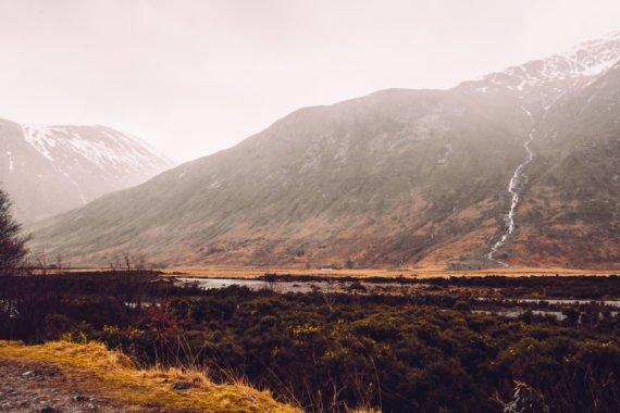 Tal Schnee Berge Moor