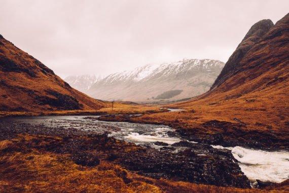 Berge Fluss Tal Schnee Regen