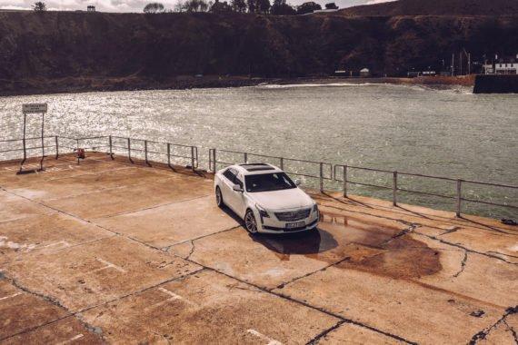 Cadillac CT6 Beton Platten Wasser