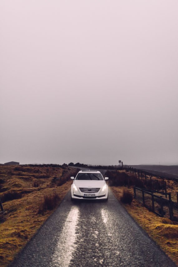 Cadillac CT6 Scheinwerfer Nebel enge Straße