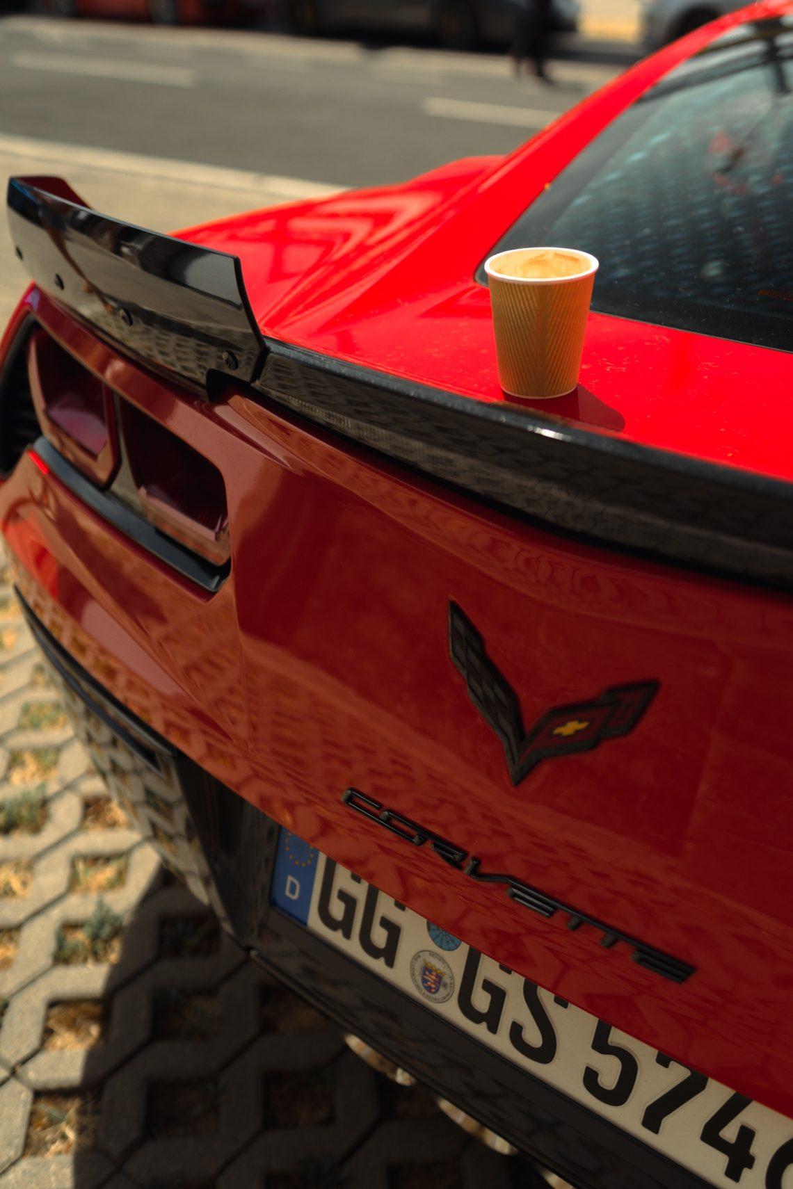 Nummernschild Corvette rot Spoiler Kaffee Becher