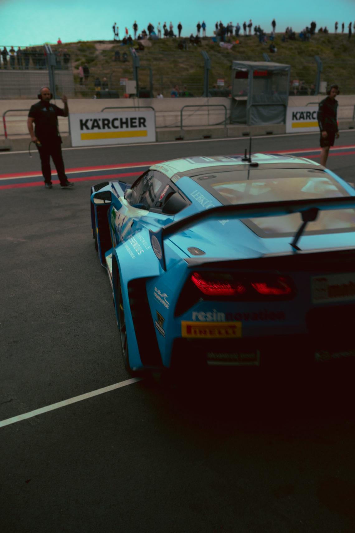 Chevrolet Corvette Rennwagen blau Spoiler Heckflügel