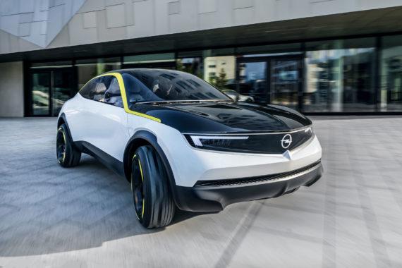 Opel GTX Auto Kühlergrill Fahraufnahme
