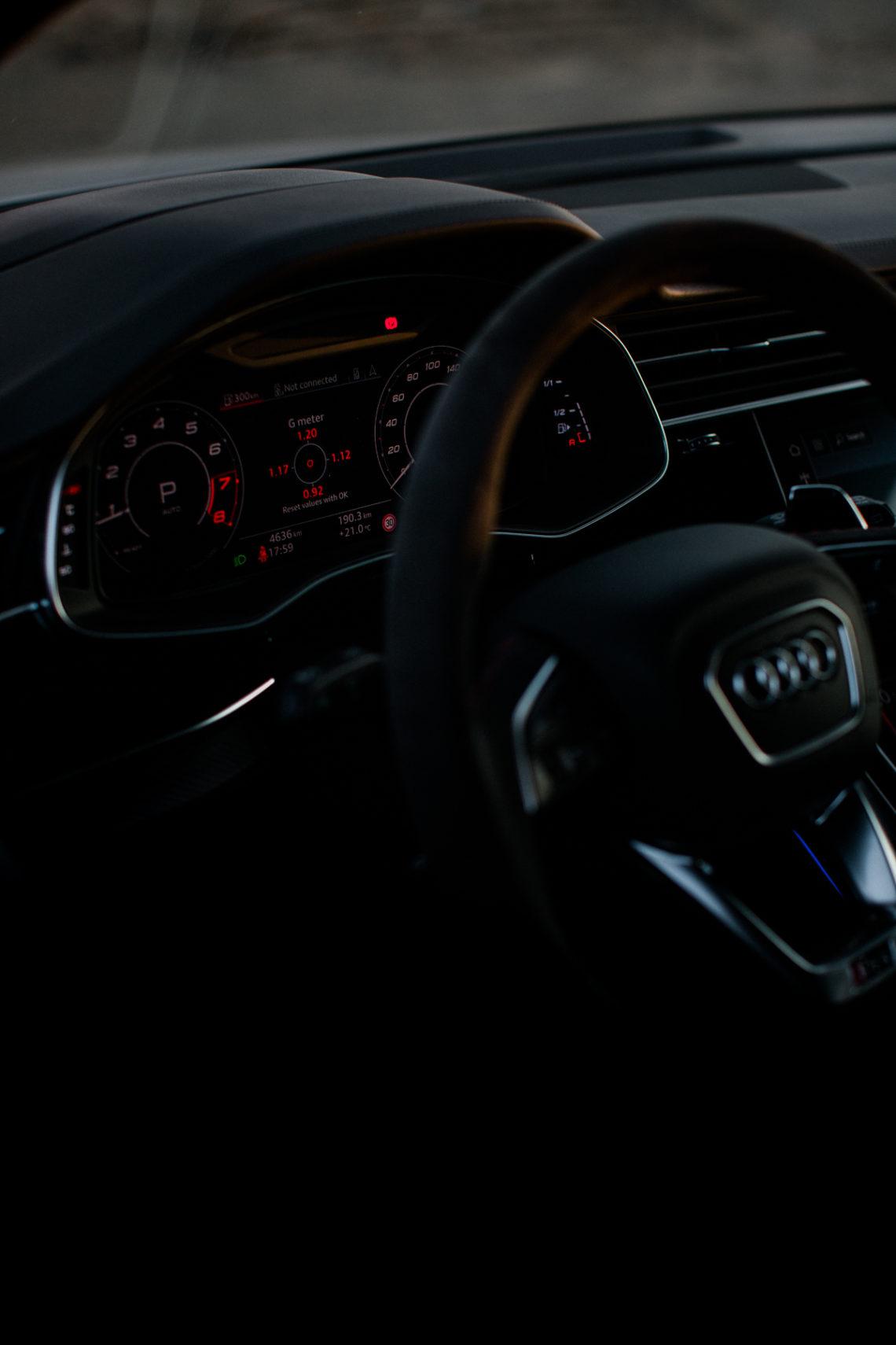 audi rsq8 lenkrad cockpit anzeigetafeln